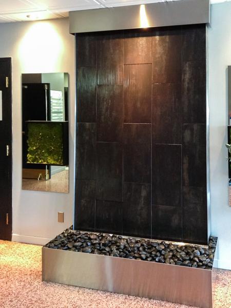 mur d 39 eau int rieur sur c ramique noir chamoir. Black Bedroom Furniture Sets. Home Design Ideas