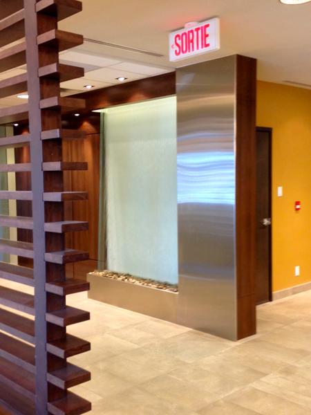 mur d 39 eau int rieur encastr en acier inoxydable montr al. Black Bedroom Furniture Sets. Home Design Ideas