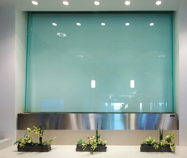mur d 39 eau encastr sur vitre fini acier inoxydable. Black Bedroom Furniture Sets. Home Design Ideas
